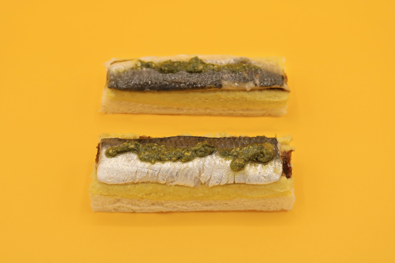 Pintxo de sardina con hummus de curry